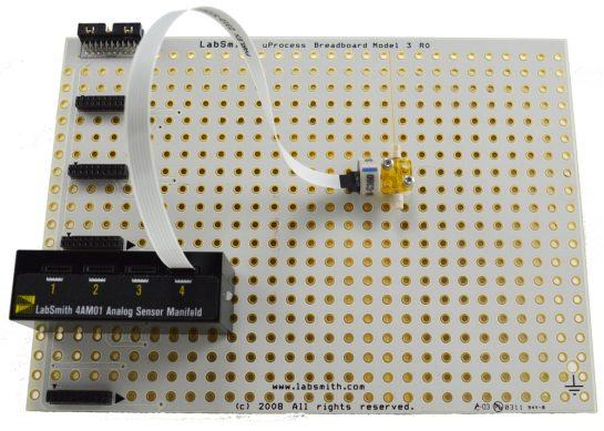 4AM01 installed on uPB-05 breadboard with uPS-800 pressure sensor and C360-203 interconnect
